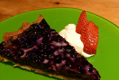 Ignore the photo, bilberry tart needs no accompaniments or garnishes